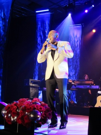 Balladeer Peabo Bryson took the stage -- and half the audience took to the dance floor!