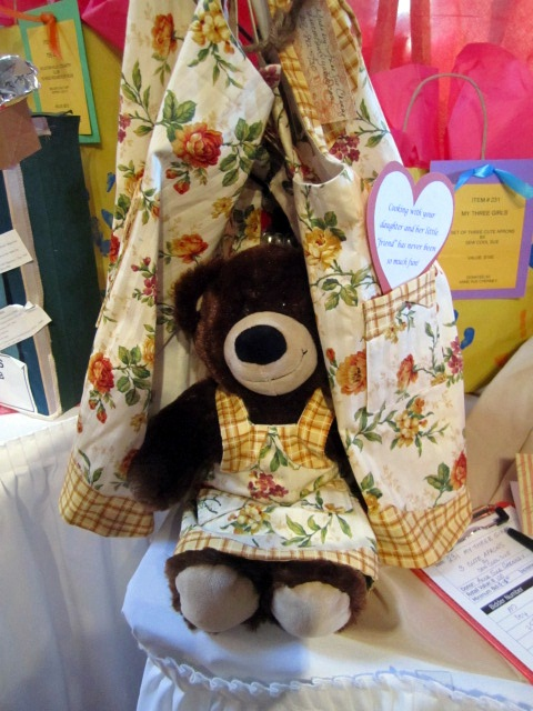 This cute item included mother & daughter matching aprons along with a teddy bear also wearing the apron.