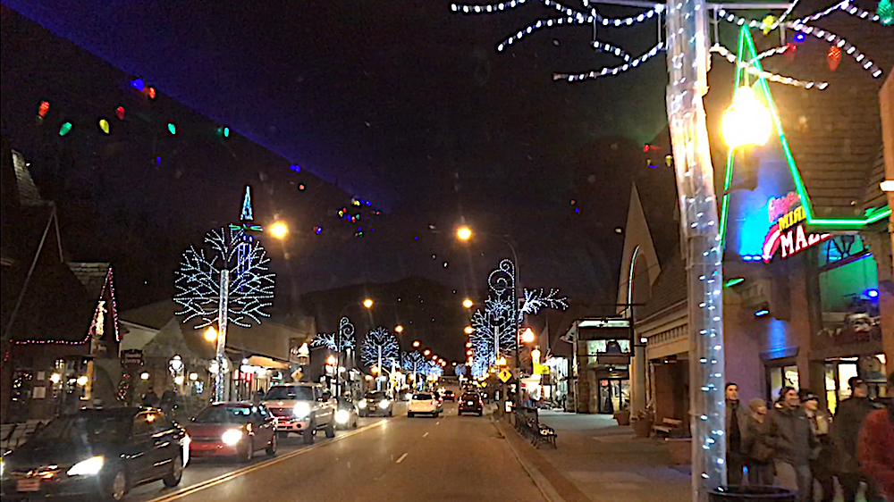 Downtown Gatlinburg at about 6 p.m. Empty sidewalks. (Photo by Pam Rhoades)